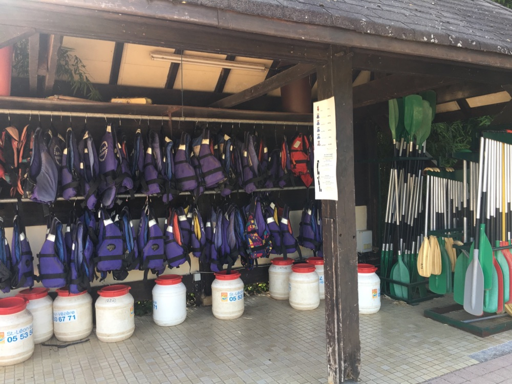 Canoeing equipment at campsite Le Paradis